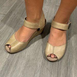 Taos Women's Penelope Peep Toe Wedge Sandal